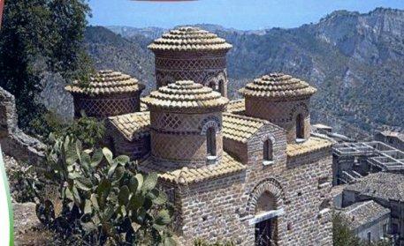 Medieval Ruins via www.jovinacooksitalian.com