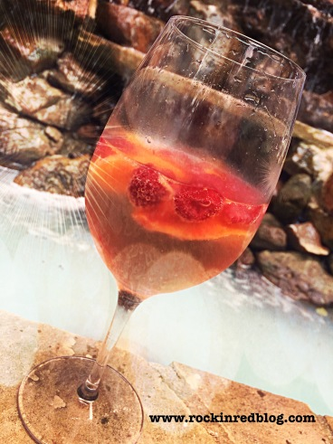 Barefoot peach and raspberry cocktail